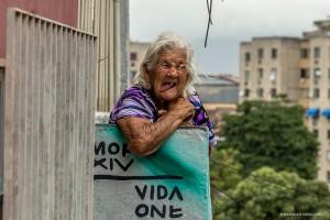 Senhora na Vila Operária, Duque de Caxias, durante o MOF - Meeting of Favela 2014