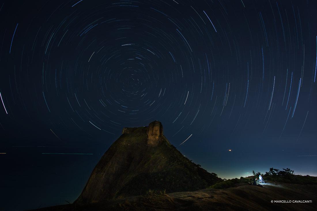Star Trails com Pedra da Gávea, Rio de Janeiro